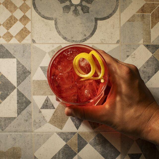God is in the details. Il segreto sta nei dettagli. Lo spirito mediterraneo che dà forma e vita al nostro Gin è fatto di dettagli, dalla cucina al territorio, dall'architettura alla cultura. Uno spirito che arde di passione e che ti fa sentire la libertà di esplorare, la voglia di emozioni e nuove esperienze. Piccoli dettagli dai grandi significati. Sono essi a fare la differenza.  #gin #gintonic #bar #cocktail #instagood #aperitivo #cocktailbar #ginlovers #happyhour #italia #pugliagram #weareinpuglia #mumamoments #igerspuglia #ig_puglia #bari #monopoli #andria #taranto #brindisi #trinitapoli #mare #ig_italy
