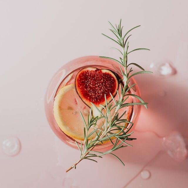 Stasera offri da bere ad uno sconosciuto. Accendi l'estate 😉  #mumagin #comequelbaciosalato #baciosalato #mumamoments #gin #gintonic #bar #cocktail #instagood #aperitivo #cocktailbar #ginlovers #happyhour #italia #pugliagram #weareinpuglia #igerspuglia