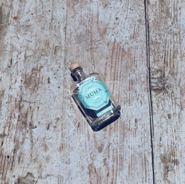 """Giochiamo al gioco della bottiglia su instagram? Scorri le foto, """"paga"""" il tuo pegno.   #mumagin #comequelbaciosalato #baciosalato #mumamoments #gin #gintonic #bar #cocktail #instagood #aperitivo #cocktailbar #ginlovers #happyhour #italia #pugliagram #weareinpuglia #igerspuglia"""