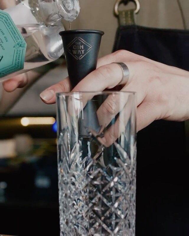 Quanto ci starebbe bene adesso? Tantissimo.  Do it The Gin Way - Muma 2.0  Difficoltà: 🍹🍹 Tecnica: Build Bicchiere: Collins Ricetta di @kubrik_americanbar   #theginway #doittheginway #mumagin #tgwclub #italianginexperience #ginexpert #ginlovers #ginloversclub